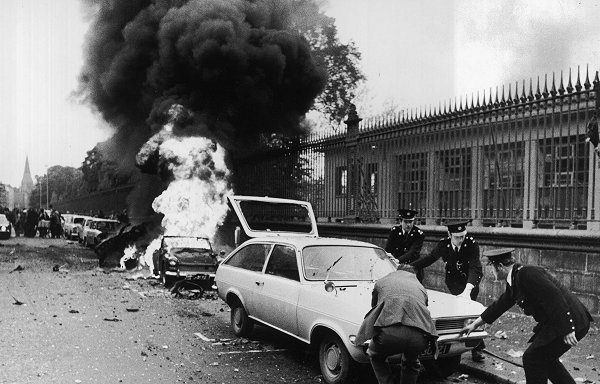 The Dublin Bombings, in the aftermath of the British terrorist attacks vehicles are moved by the Gardaí, Ireland, 1974