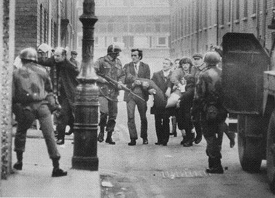 http://ansionnachfionn.files.wordpress.com/2012/02/bloody-sunday-massacre-derry-ireland-1972-4.jpg