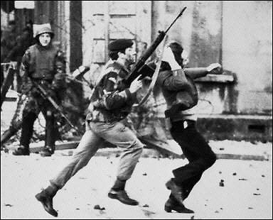 http://ansionnachfionn.files.wordpress.com/2012/02/bloody-sunday-massacre-derry-ireland-1972-5.jpg