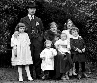 Tomás Mac Curtain pictured with his wife and young family in March, 1920, just a few days before his murder by the RIC or British paramilitary police in Ireland