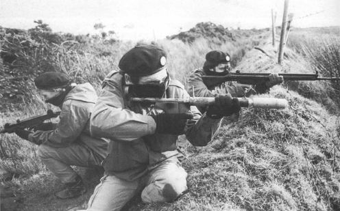 A Volunteer of the (Provisional) Irish Republican Army holding a (P)IRA-manufactured Mark 15 grenade-launcher or Improvised Projected Grenade (IPG)