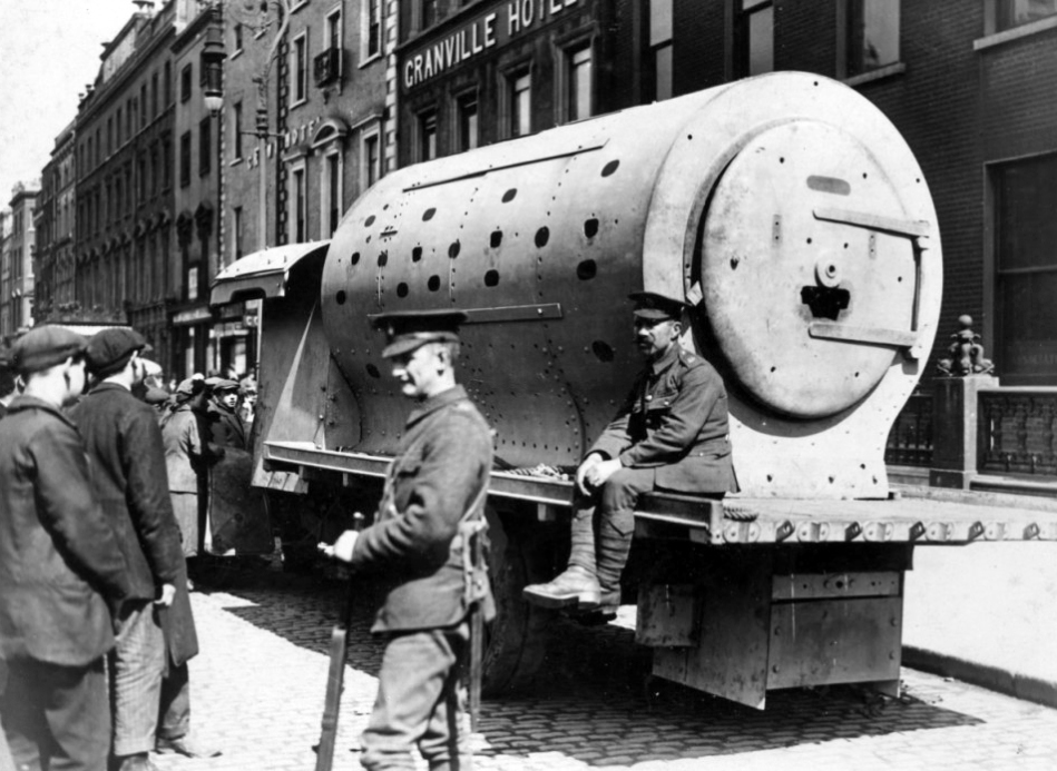 "An improvised armoured personnel carrier of the British Occupation Forces during the revolutionary 1916 Easter Rising, informally known as a ""boiler"" or Daimler-Guinness APC"