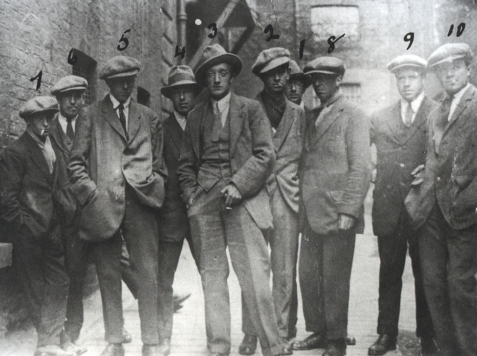 Often labelled as the Cairo Gnag, these in fact are gunmen of the Igoe Gang or Tudor's Tigers, an RIC or police death squad operating in Ireland during the War of Independence