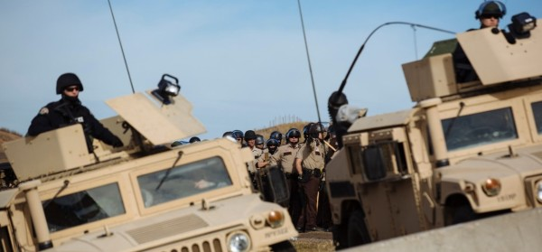 militarised-police-in-armoured-cars-north-dakota-the-united-states-confront-native-american-protests