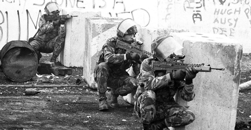 british-army-soldiers-take-up-firing-positions-uk-occupied-north-of-ireland